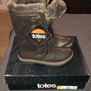 NWT Totes brown boot